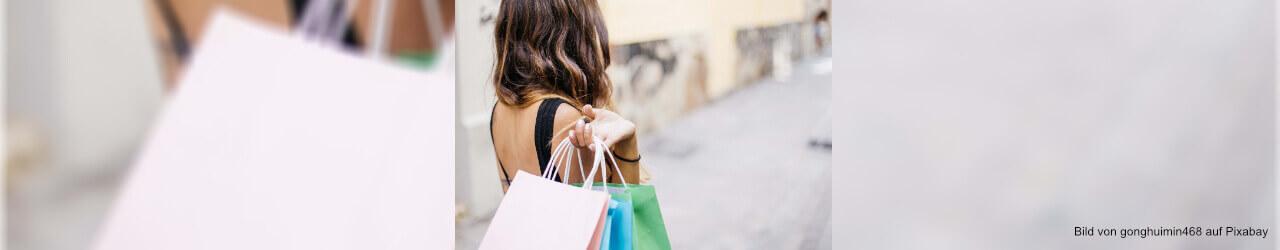 Online shoppen oder einkaufen in der Stadt - die Vor- und Nachteile auf einem Blick